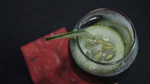 cóctel Bloody Mary rubio de pepino