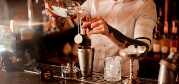 Hay diferencias entre un bartender y un mixólogo